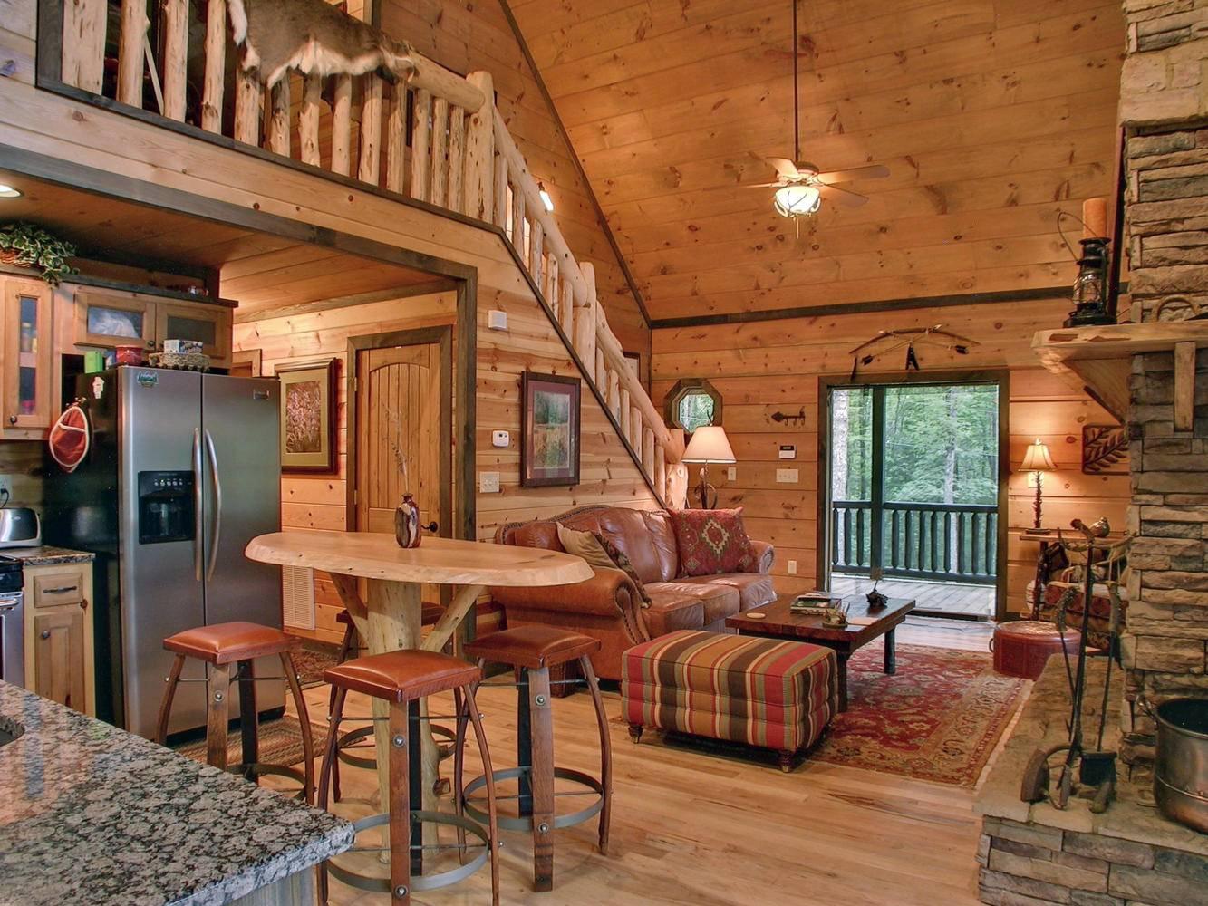 Создаем стильный интерьер деревянного дома