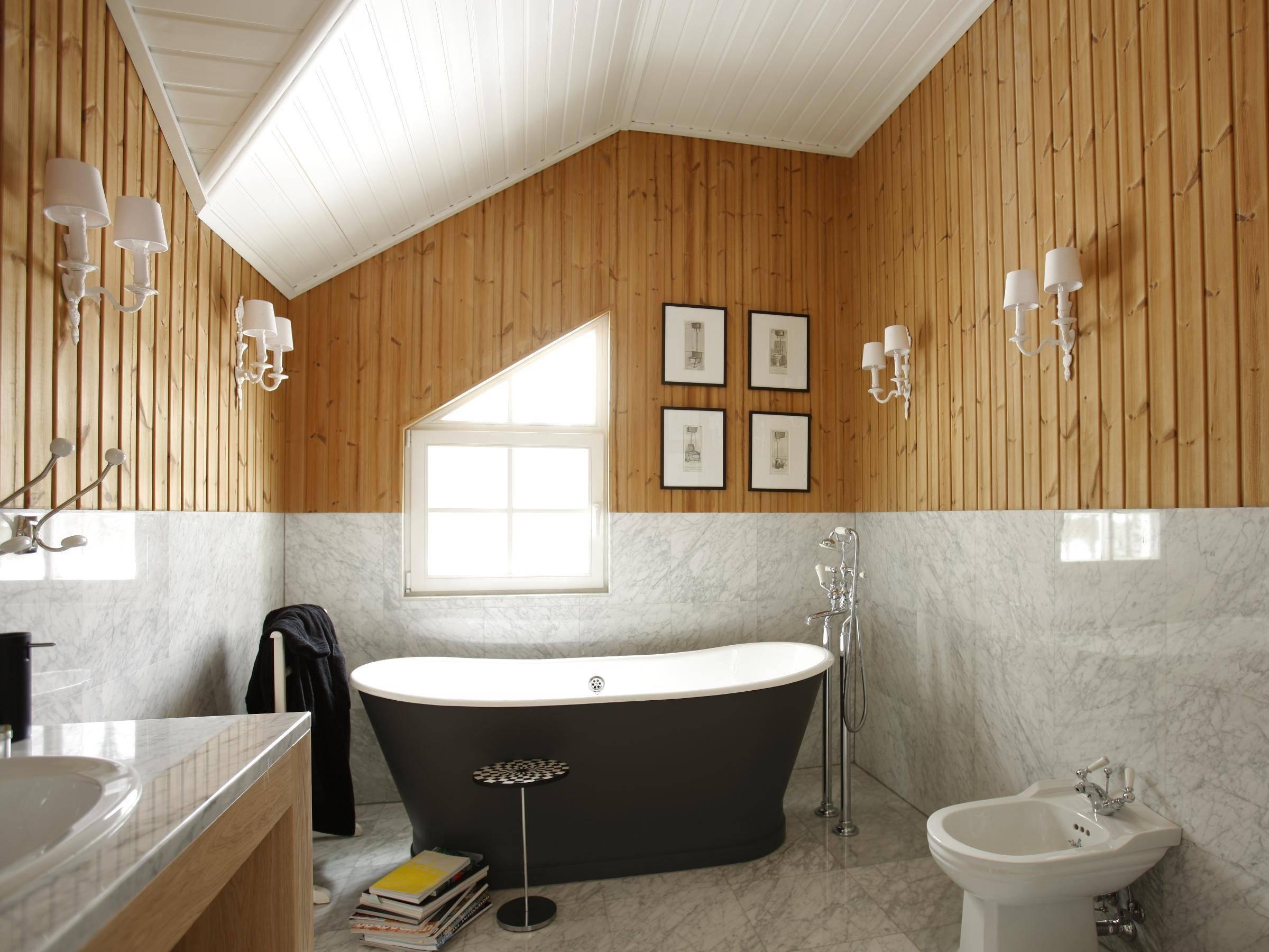 Отделка плиткой в деревянном доме. особенности обустройства ванной комнаты в доме из дерева