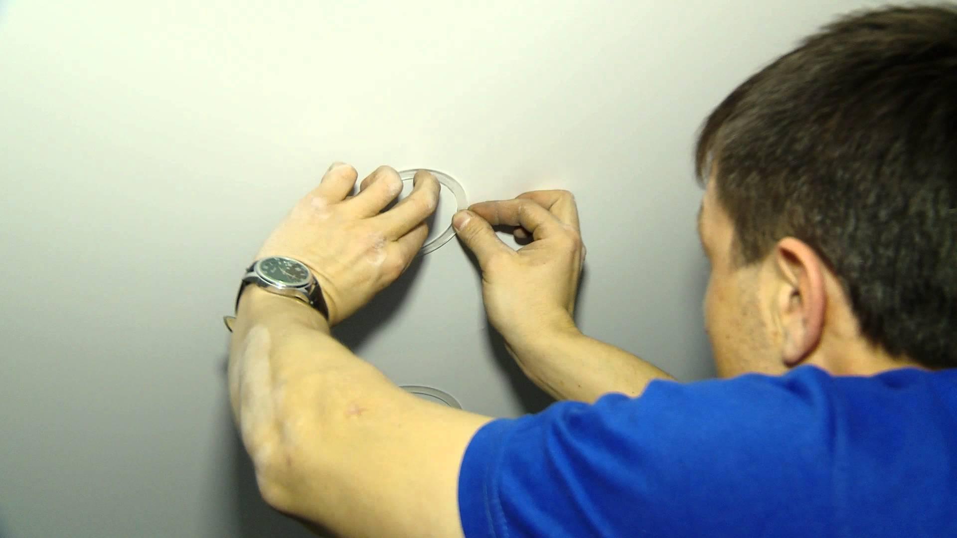 Как сделать отверстие в натяжном потолке самостоятельно?