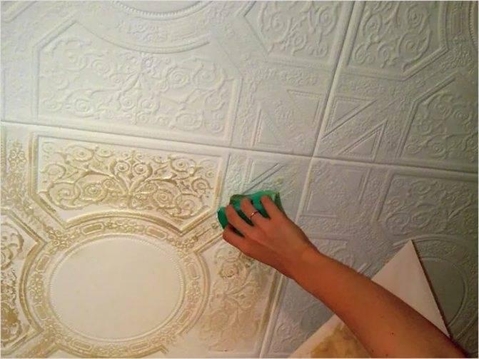 Чем мыть потолочную плитку – советы по хозяйству. как отмыть потолочную плитку? как помыть потолочную плитку из пенопласта