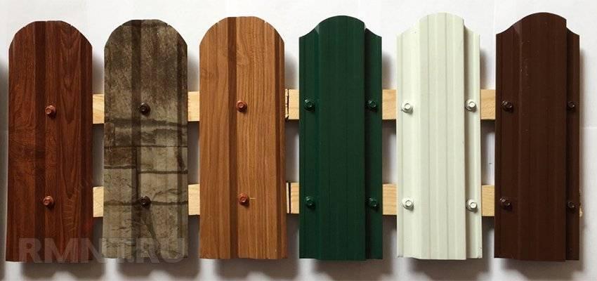 Установка деревянного забора своими руками: этапы возведения, фото