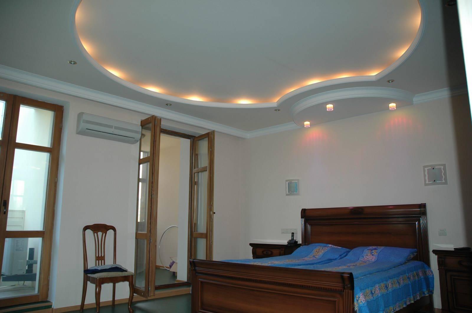 Двухуровневые потолки из гипсокартона в интерьере
