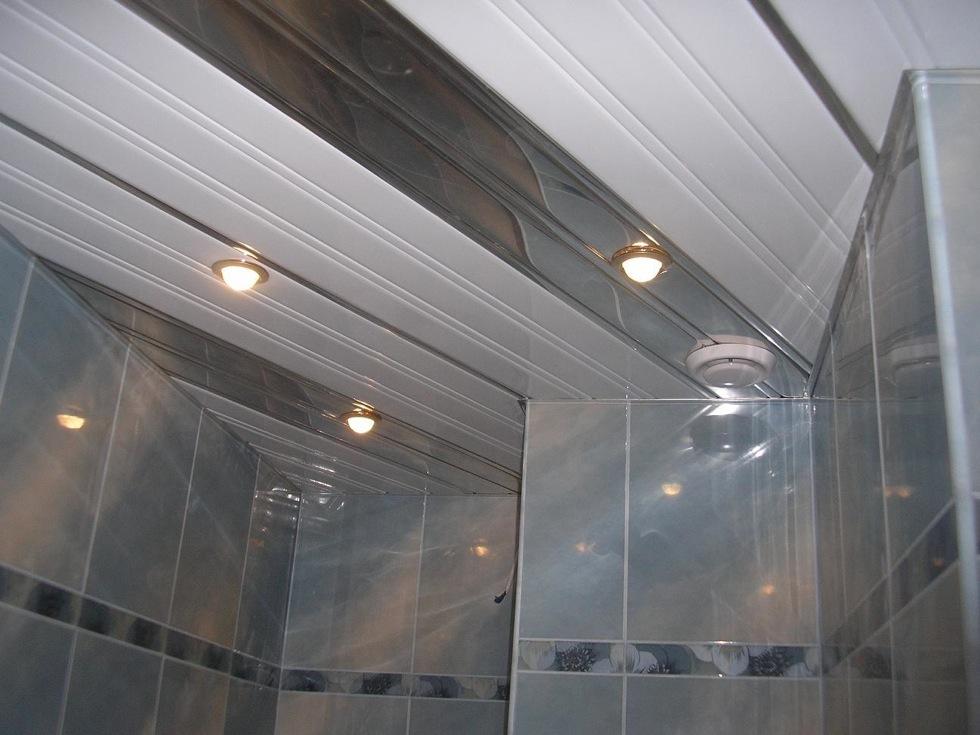 Реечный потолок в ванной комнате - достоинства и недостатки