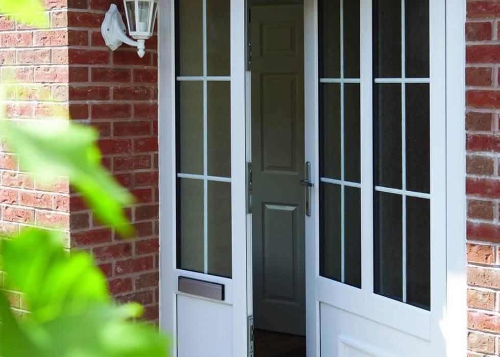 Пластиковые входные двери: как выбрать подходящую уличную конструкцию из пвх в частный загородный дом