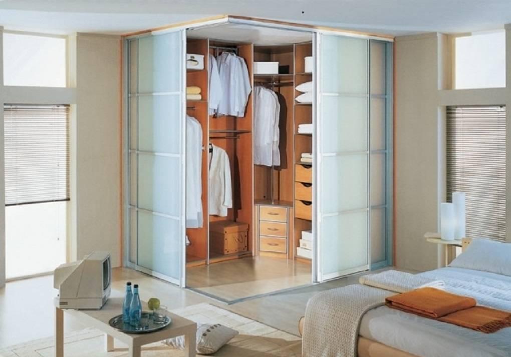 Шкаф купе в спальню и фото возможных моделей с подробным описанием