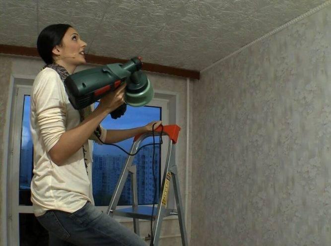 Чем мыть потолочную плитку. виды, прессованные, инжекционные и экструзионные изделия. способы ухода
