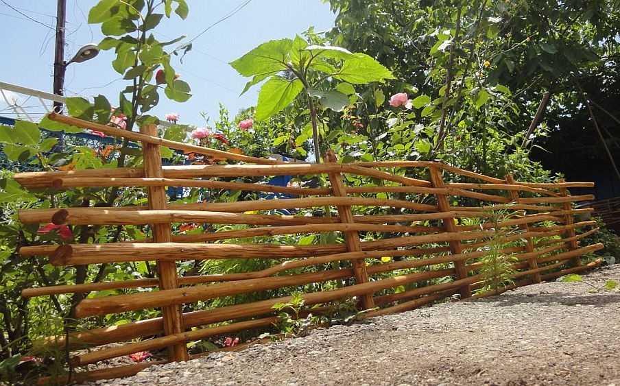 Плетень своими руками: технология сооружения плетеной изгороди, а также идеи по ее декорированию – свой дом мечты