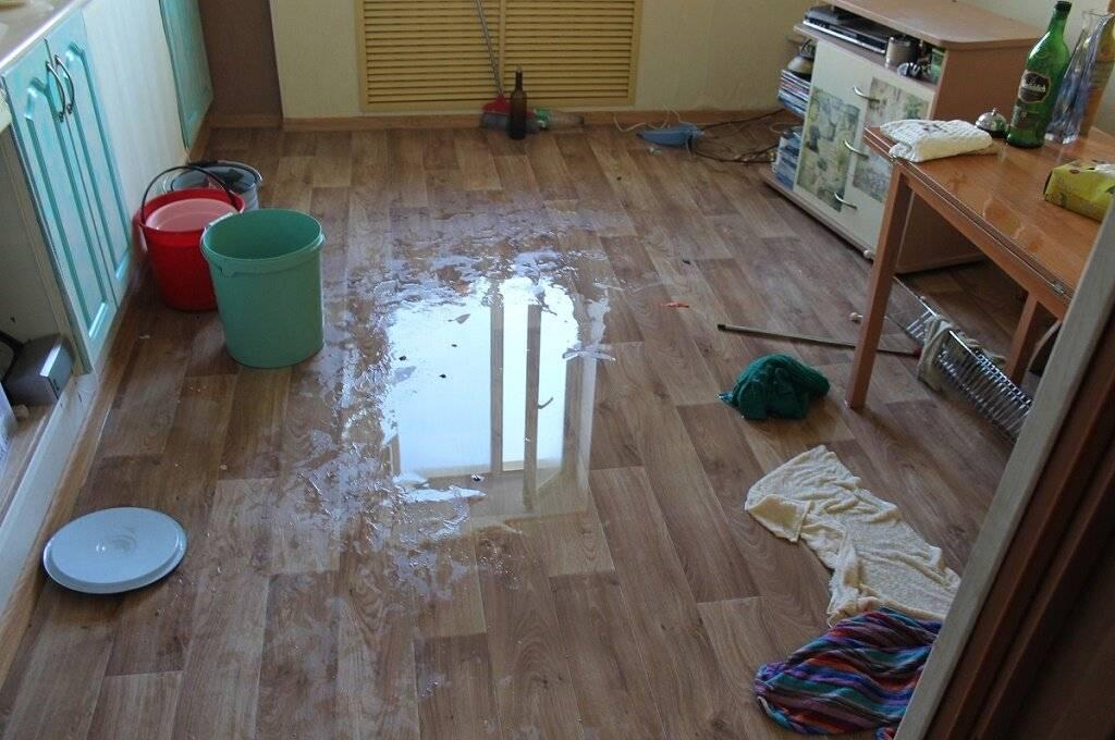 Соседи сверху затопили квартиру: что делать, куда обращаться