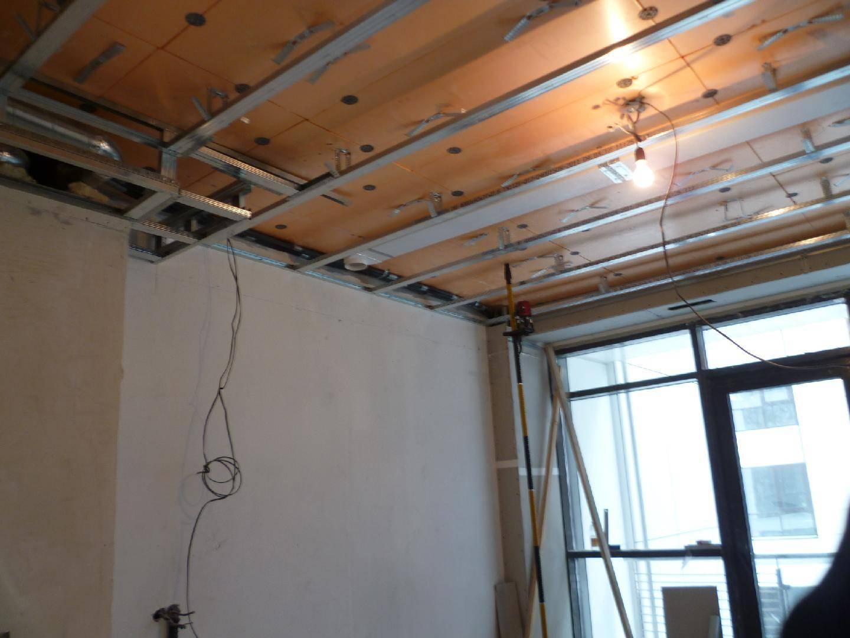 Демонтаж гипсокартонного потолка: как разобрать гкл и цена м2 за подвесной