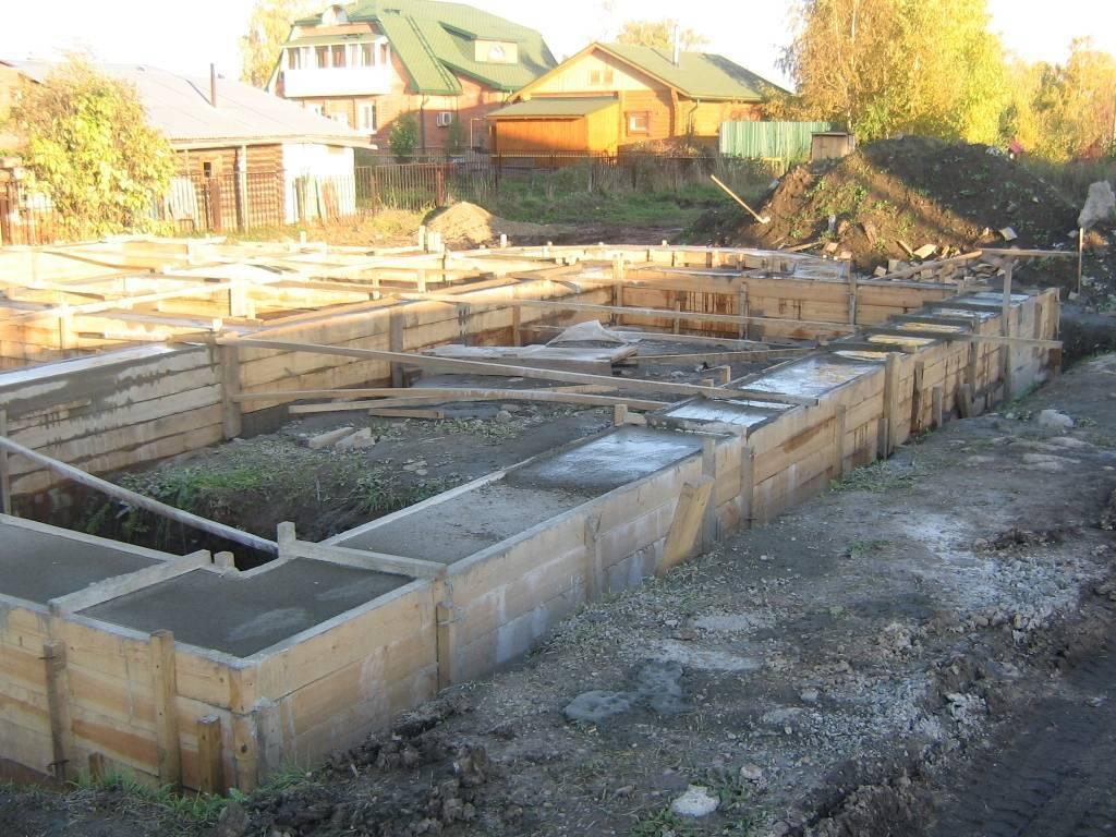 Как построить фундамент на болоте. фундамент на болоте: выбор основания