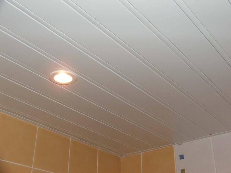 Пластиковый потолок в ванной - инструкция по монтажу, из пластиковых панелей,пластиковые потолки сделать,отделка потолка пластиковыми панелями,фото,ремонт.