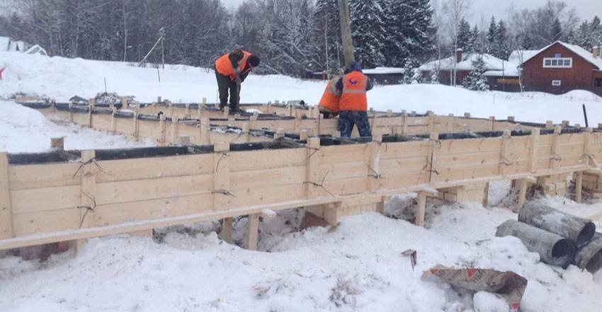 Можно ли залить фундамент зимой: при какой температуре и как можно делать монтаж ленточного основания осенью и в мороз, его устройство при минусовых значениях