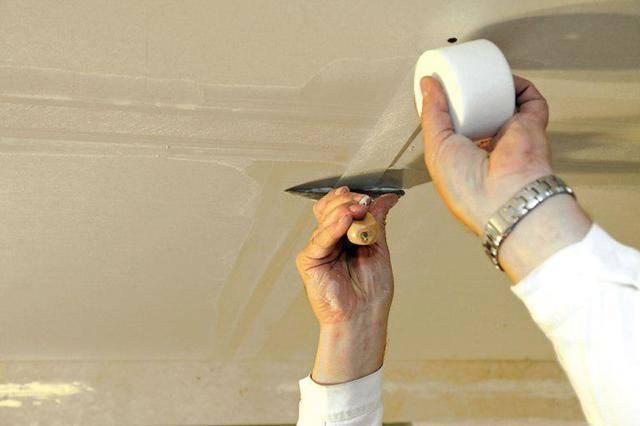 Как правильно шпаклевать потолок: пошаговая инструкция в 3 этапа