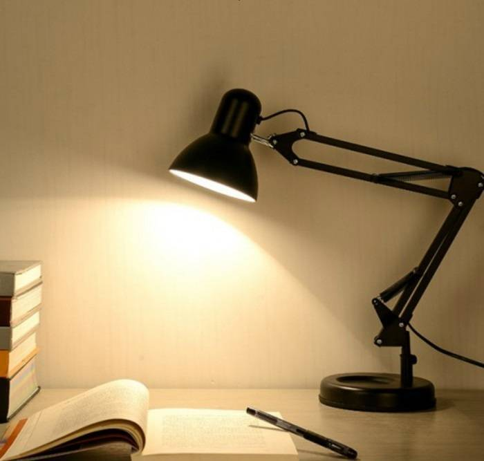 Настольная лампа для школьника: как выбрать оптимальный светильник на рабочий стол, какая лампа лучше светодиодная или другого типа, подбор формы, мощности и других параметров, которым должны соответсвовать лампы