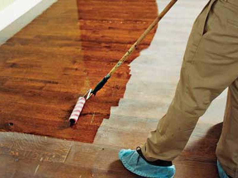 Покраска деревянных полов в доме – технология работ
