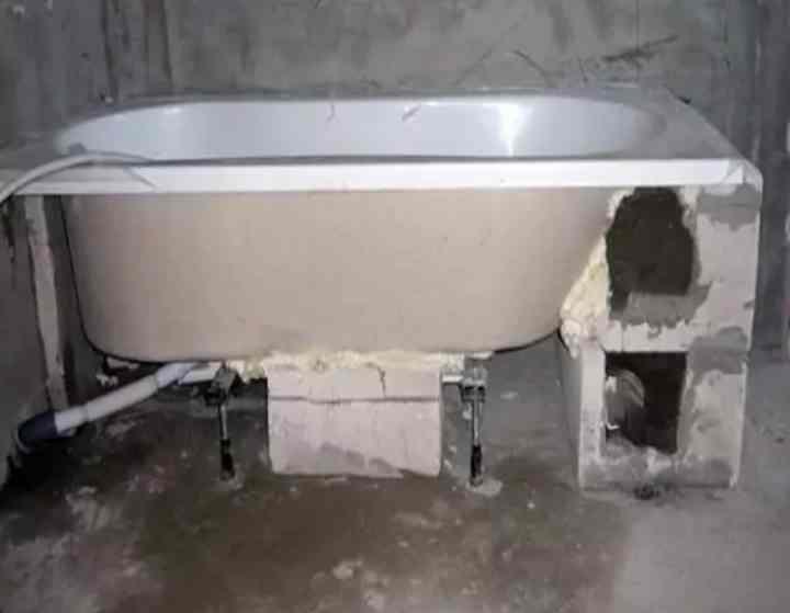 Установка ванны на кирпичи своими руками — пошаговое видео и фото