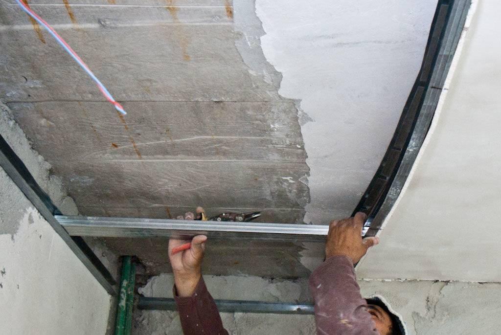 Гипсокартонные потолки своими руками - варианты изготовления!