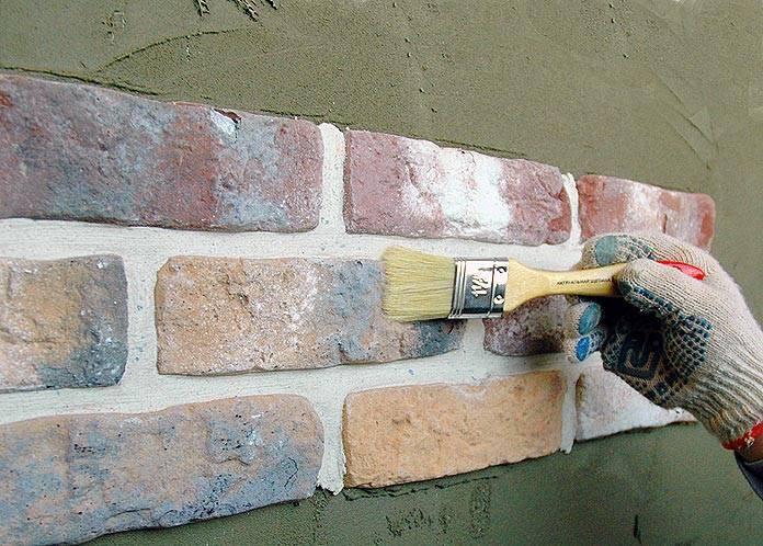 Гипсовая декоративная плитка для внутренней отделки своими руками: как и чем резать, укладка, как сделать в домашних условиях, фото