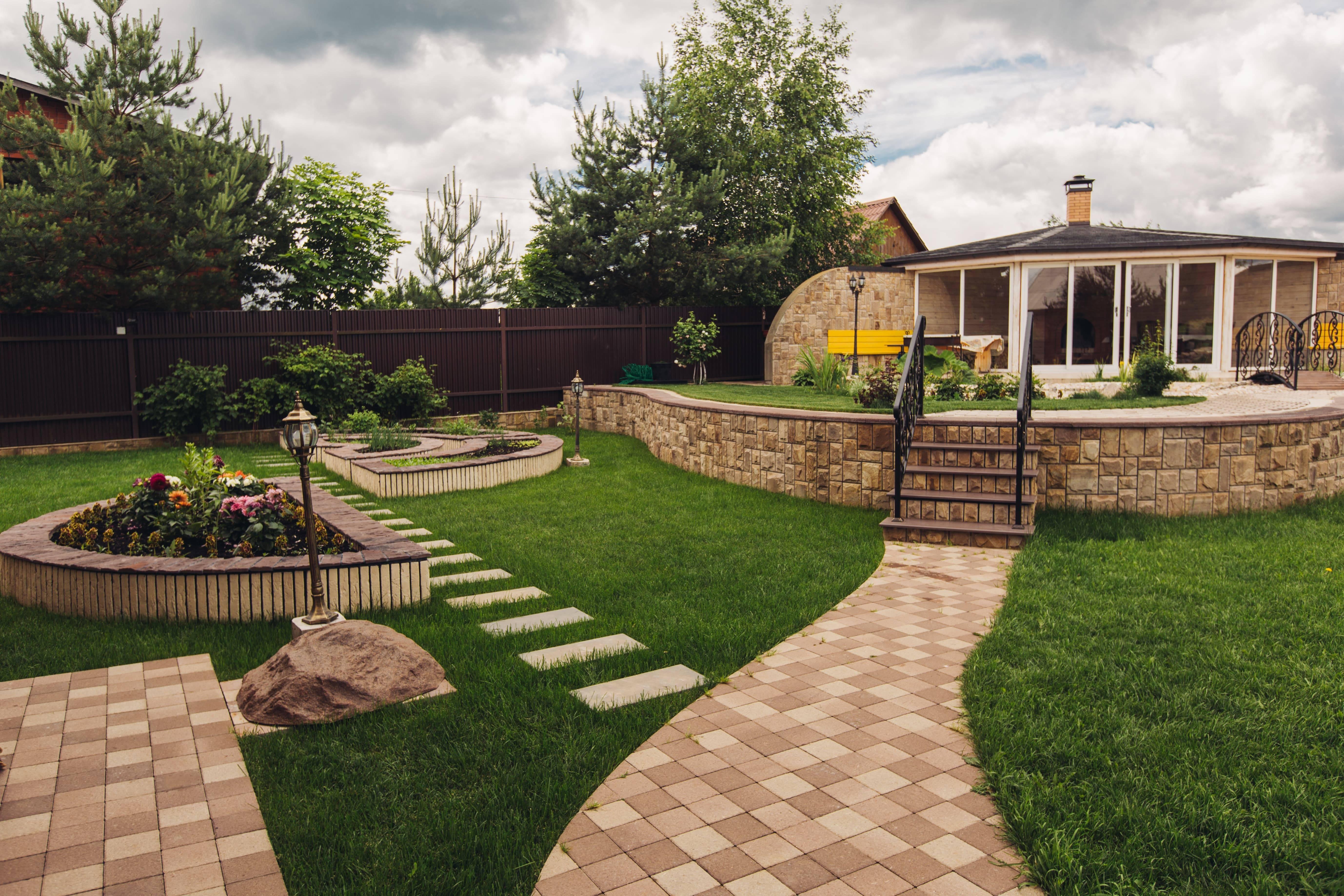 Ландшафтный дизайн деревенского дома (45 фото): красивые сельские дворы и участки