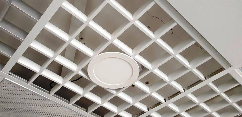 Установка ячеистого подвесного потолка и его стоимость