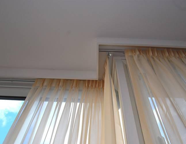Карниз для штор и натяжной потолок: фото и варианты сочетания