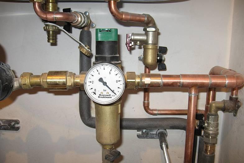 Давление в системе водоснабжения частного дома - нормы, причины снижения, способы повышения