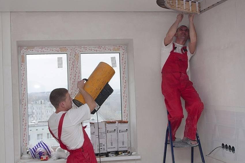 Натяжной потолок своими руками: пошаговая инструкция по установке без нагрева просто и быстро (110 фото)