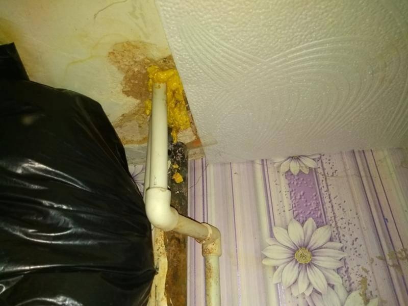 Дыра в потолке - чем и как ее заделать?