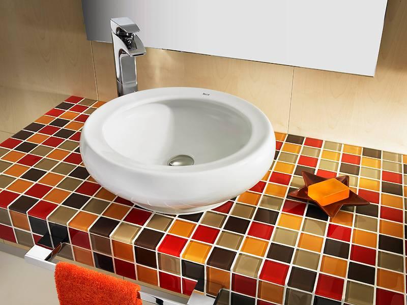 Столешница для ванной: разновидности, особенности и критерии выбора