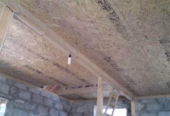 Как выровнять деревянный потолок своими руками