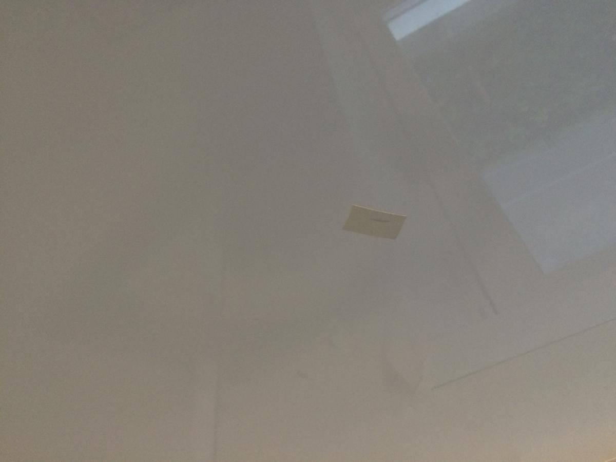 Как заделать порезы на натяжном потолке и ремонт своими руками