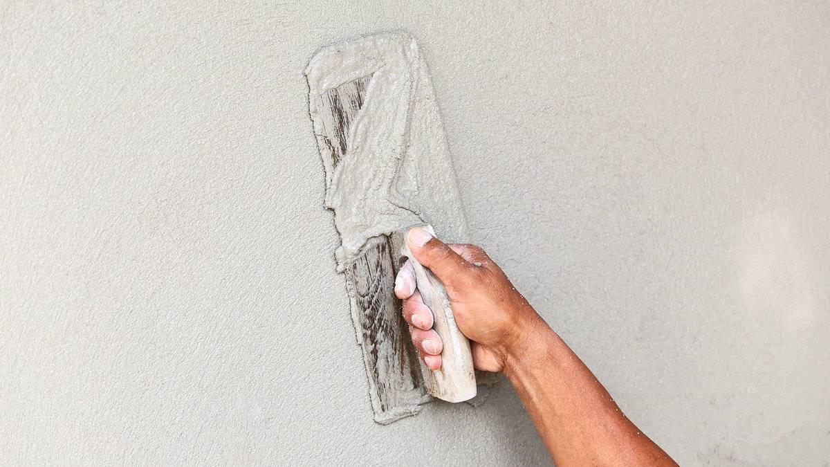 Шпаклевка стен под обои своими руками: пошаговая иструкция по нанесению