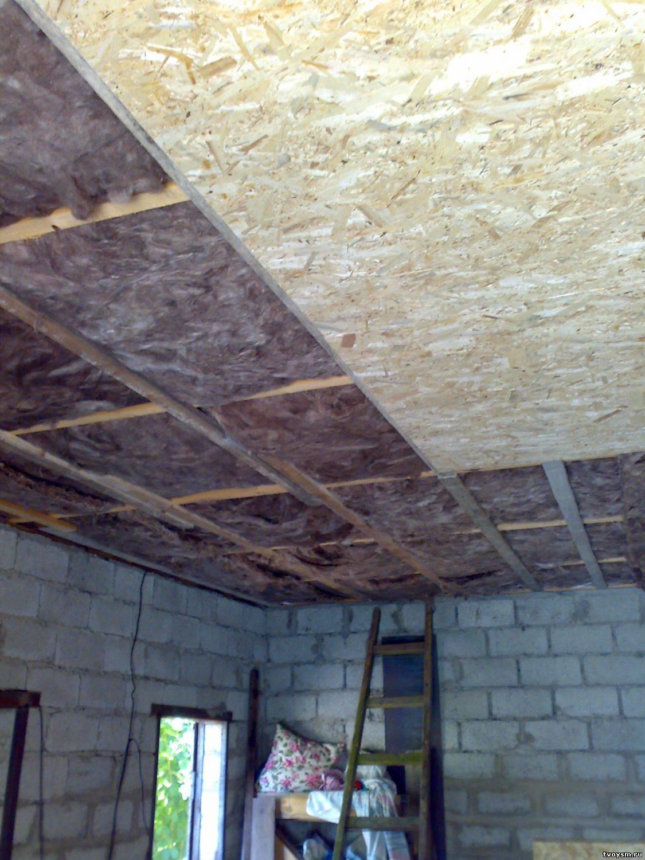 Как обшить потолок осб плитой своими руками: как правильно прикрутить, закрепить и отделать, если работать приходится одному?