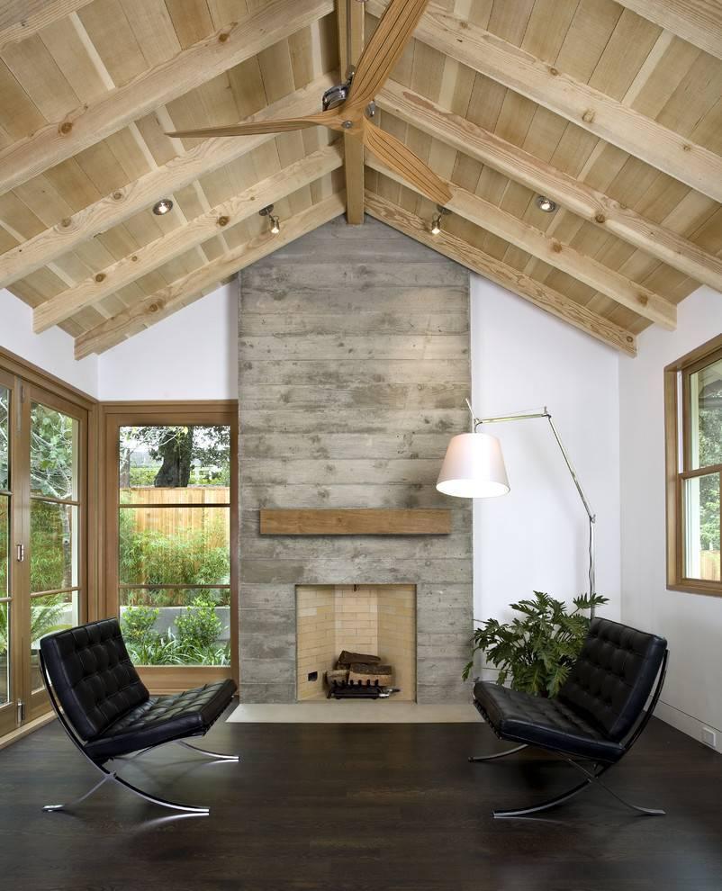 Какими материалами отделать потолки в коттедже?