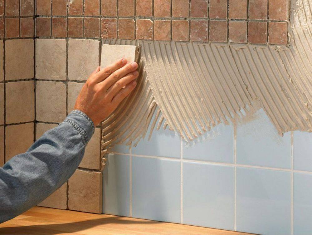 Поклейка плитки на потолок: подготовительные работы, порядок действий