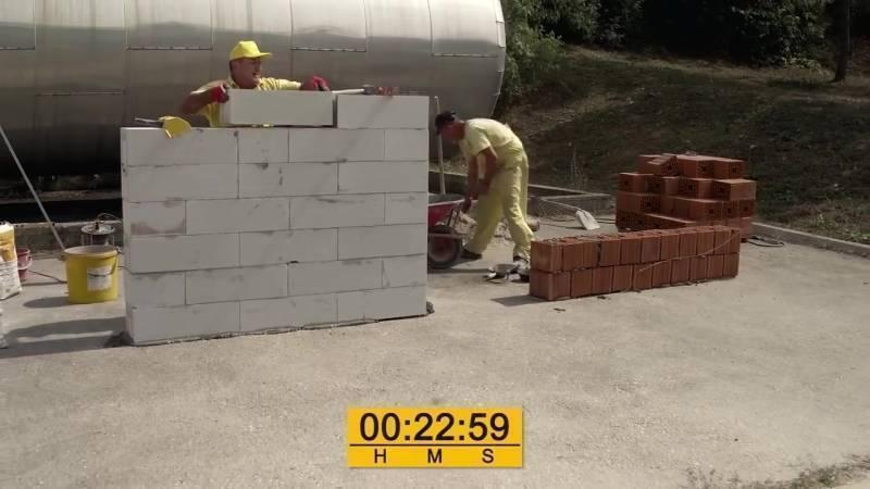 Какой материал выбрать при строительстве – газобетон или керамические блоки?