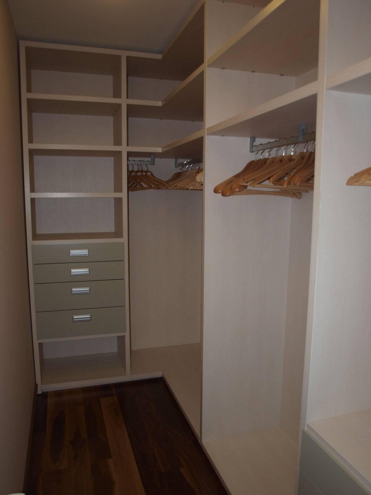 Гардеробная комната из кладовки своими руками: фото вариантов обустройства