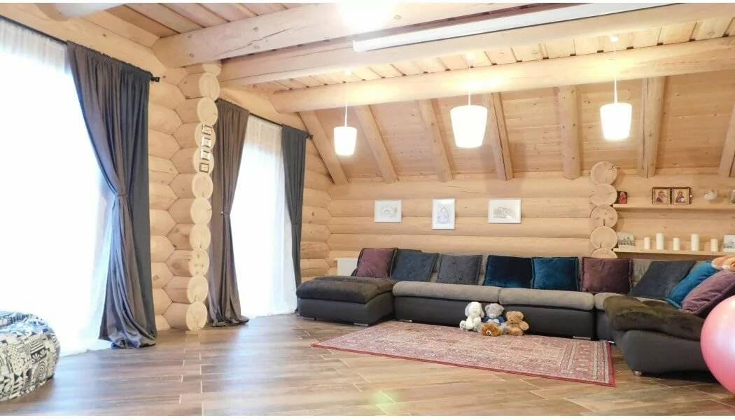 Дом из оцилиндрованного бревна в стиле Шале