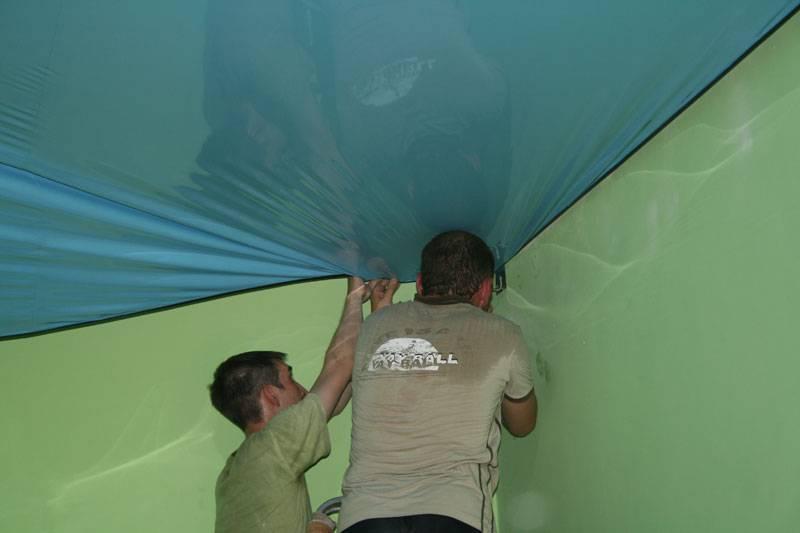 Когда делать натяжные потолки во время ремонта