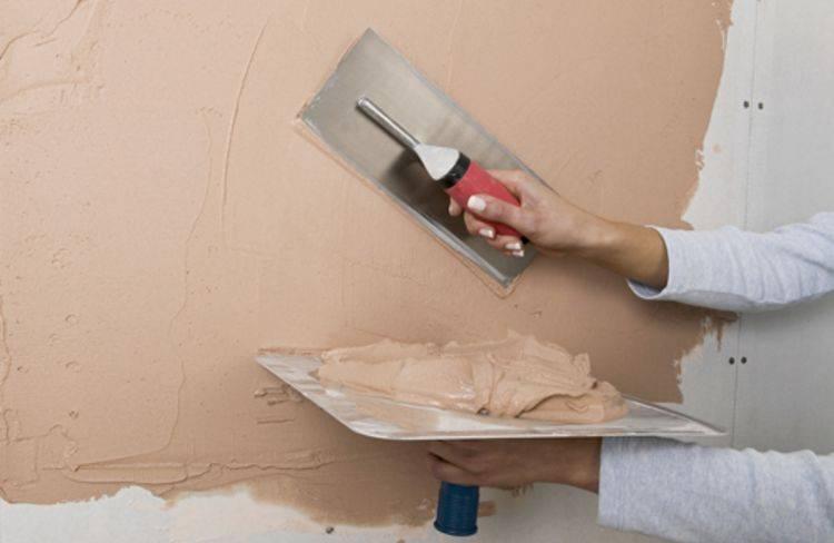 Шпатлевание стен своими руками и подготовка под шпаклевку