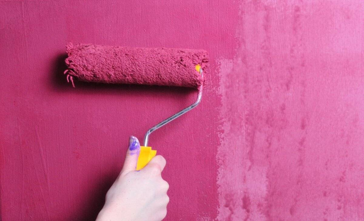 Нанесение водоэмульсионки на побелку: можно ли водоэмульсионную краску наносить на меловую побелку, как правильно нанести, как красить