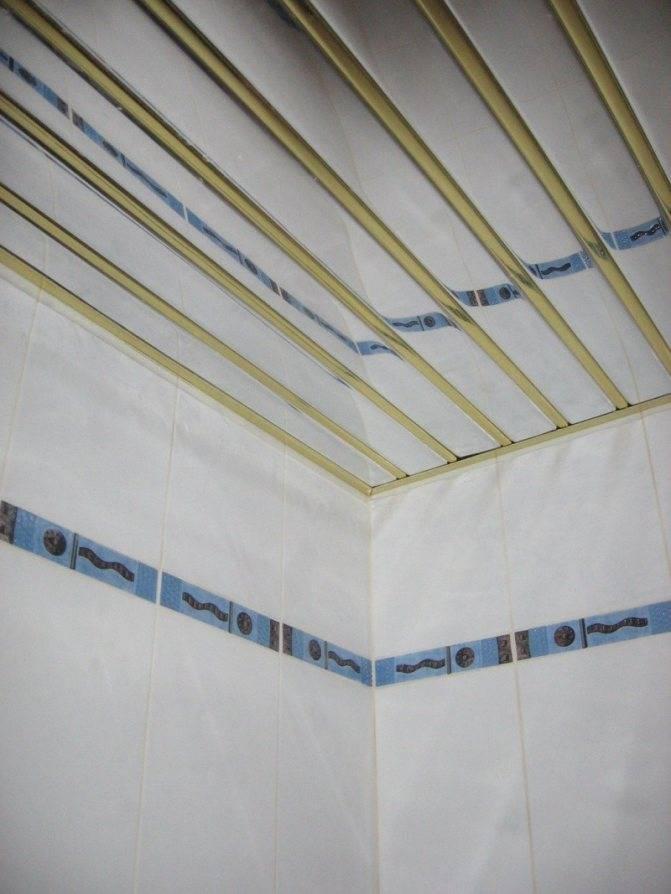 Потолок из пвх панелей в ванной комнате своими руками — видео и фото