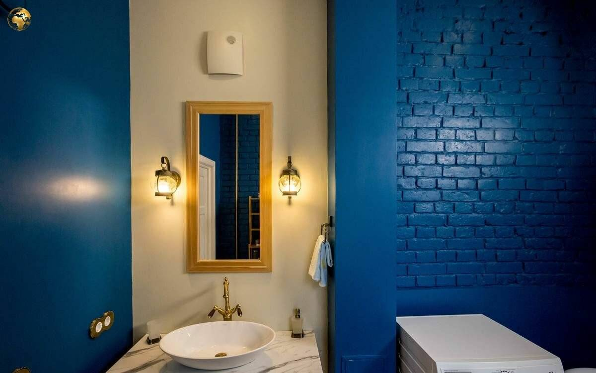 Чем покрасить потолок в ванной комнате: выбор краски, схема (фото и видео)