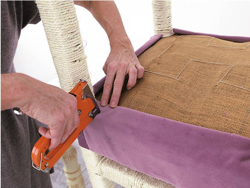 Как правильно обтянуть стул тканью