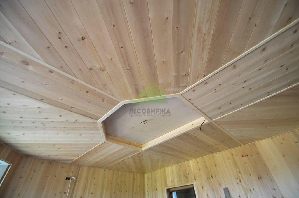 Потолок из вагонки – варианты применения и украшения потолка деревянными панелями (80 фото)
