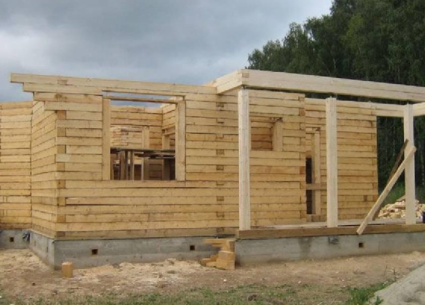 Что выбрать для строительства деревянного дома:  профилированный брус или оцилиндрованное бревно