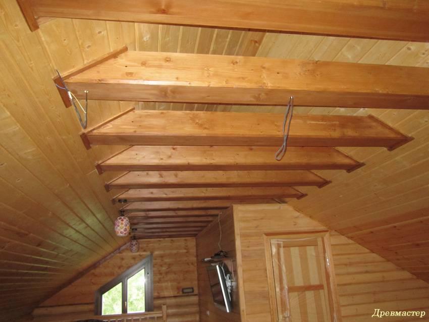 Отделка потолка в деревянном доме - материалы, идеи и варианты