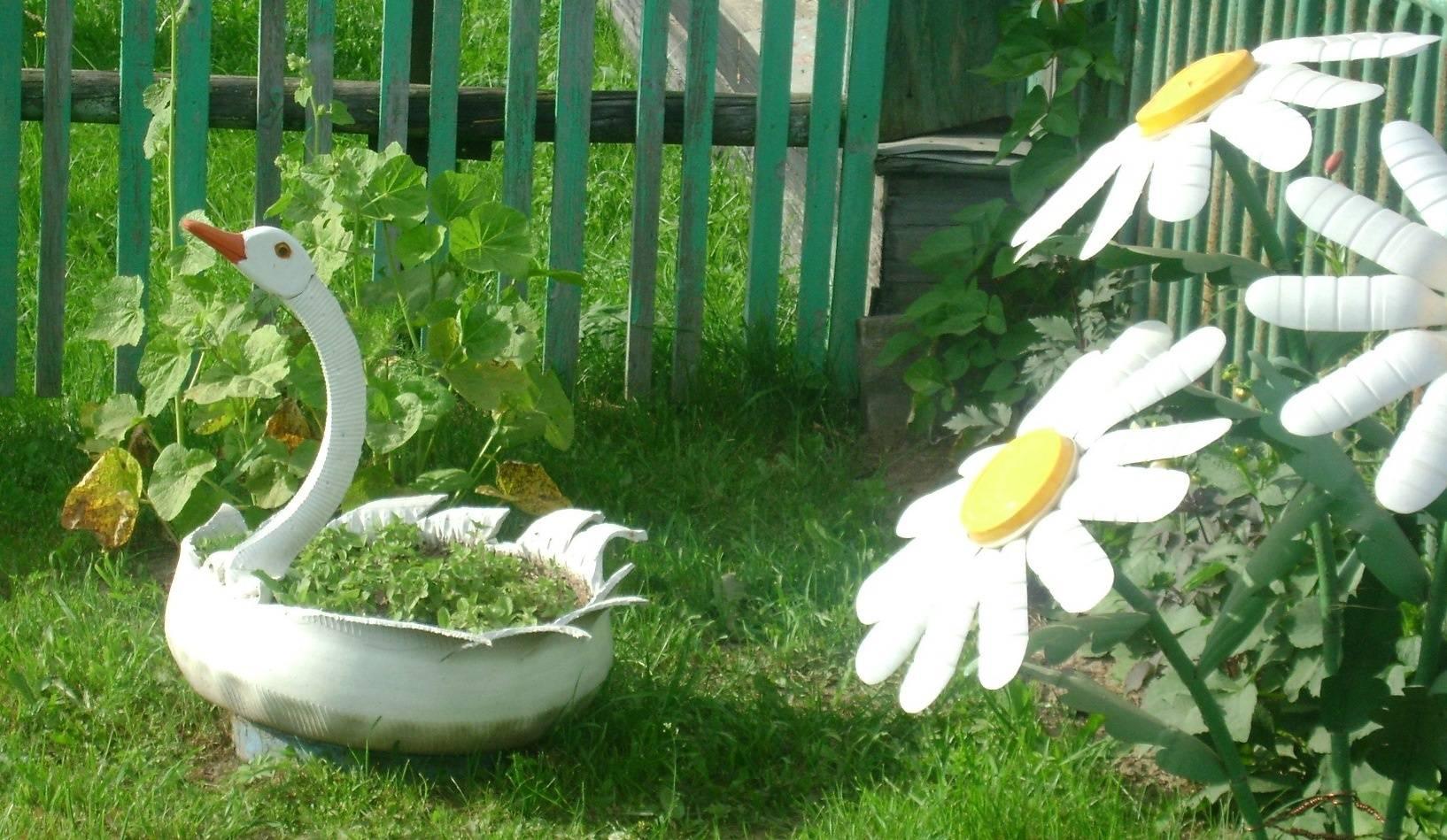 Поделки для сада и дачи своими руками из подручных материалов: пластиковых бутылок, дерева, фанеры,новинки, фото