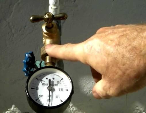 Как проверить давление воды в квартире – простые способы