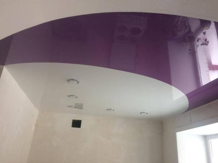 Натяжной потолок двух цветов | достоинства. варианты расположения